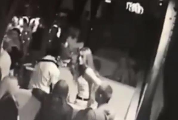 Elcsentek egy mobiltelefont a szórakozóhelyen, a rendőrség ezt a fiatal párost keresi