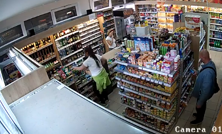 Megtömte a zsebeit a tolvaj a dunaszerdahelyi boltban, majd nyugodt szívvel távozott (VIDEÓ)
