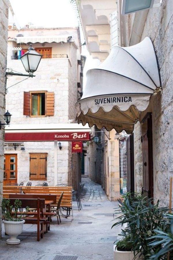 Kinyithatnak az éttermek és kávézók teraszai Horvátországban