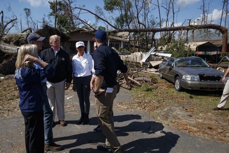 Trump megnézte a hurrikán totális pusztítását