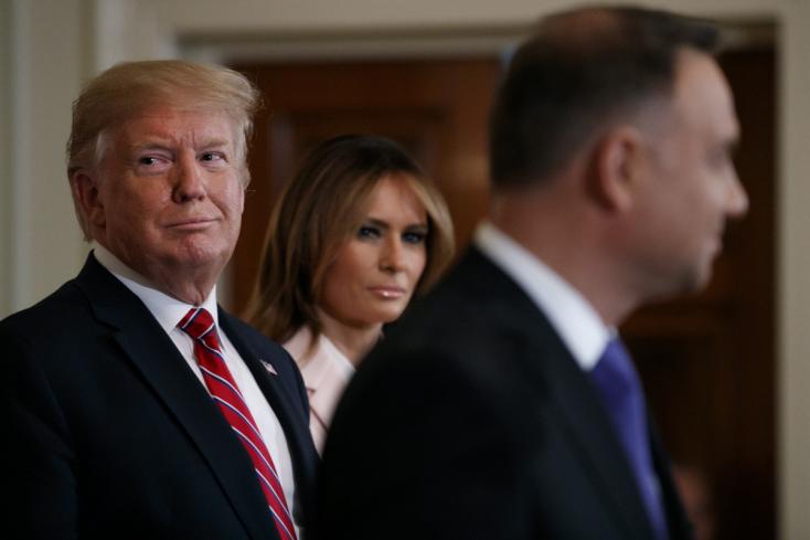 Ellenfeleit lejárató információkat fogadna el Trump külföldről