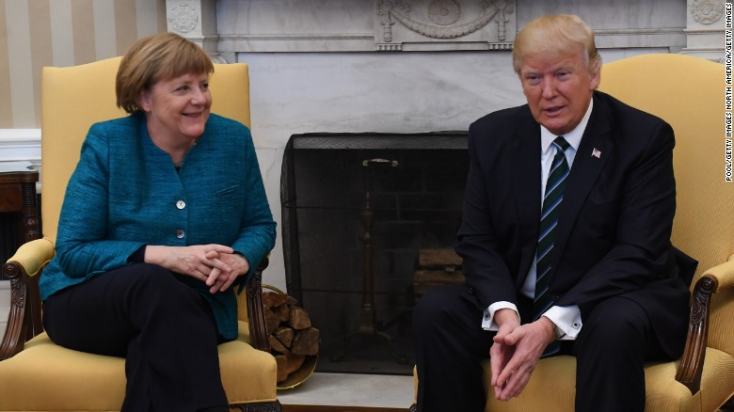 """Trump Merkelnek: """"mindkettőnket lehallgattak"""""""
