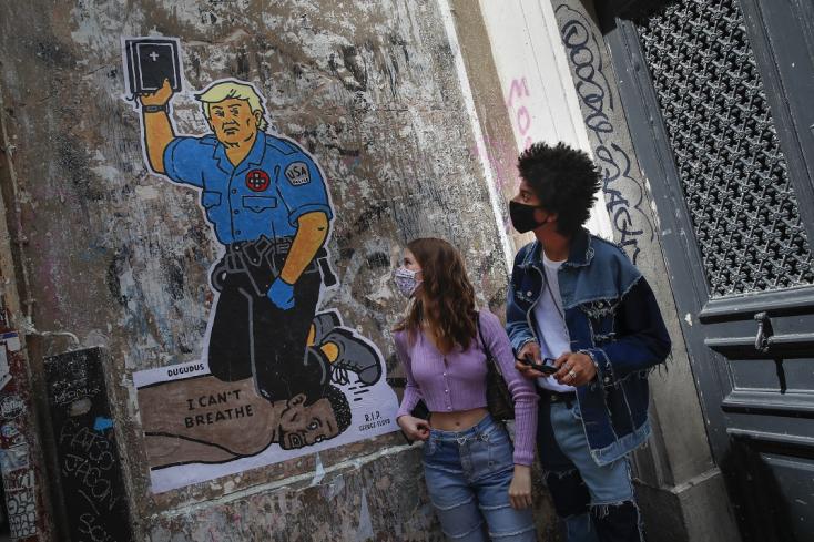 Egy csomó országban ezrek tiltakoztak a rendőri brutalitás ellen