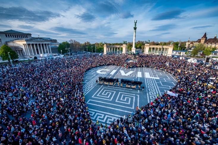 Megállás nélkül tüntettek az Orbán-rendszer ellen, tömegek vonultak Budapesten