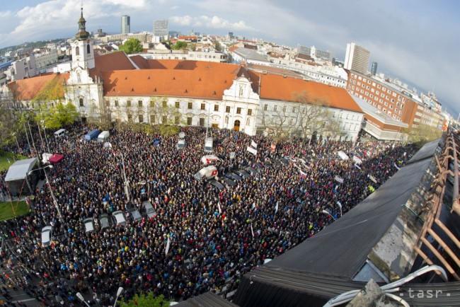 Mondjon le! - korrupcióellenes tüntetéstől voltak hangosak Pozsony utcái