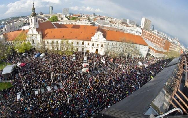 Ficót nem izgatta különösebben a diákok korrupcióellenes tüntetése