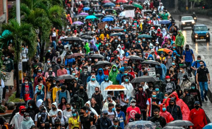 Legalább tizenhét ember meghalt a kolumbiai tüntetések során