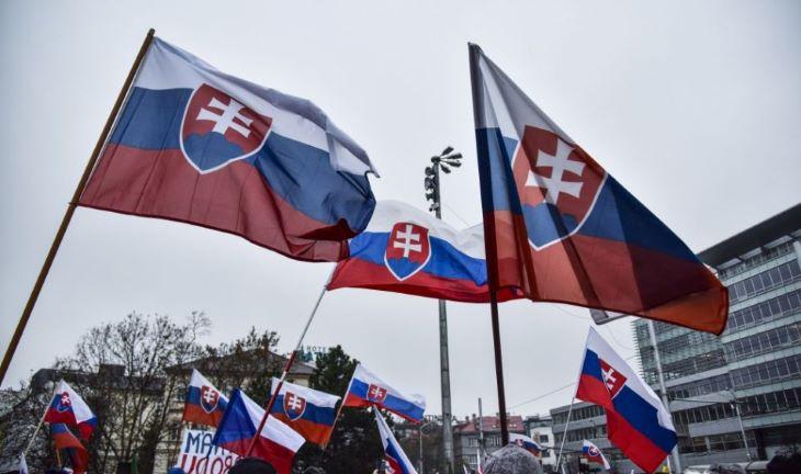 Kormányellenes tüntetést tartottak Pozsonyban, egy embert őrizetbe vettek