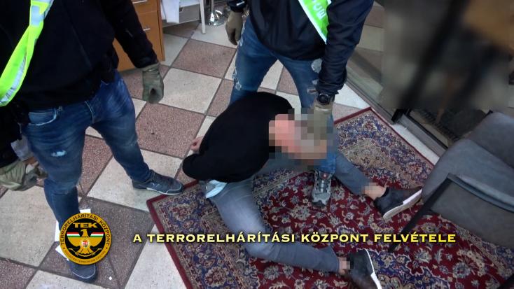 Budapesti gyilkosság miatt fogták el a Pápay-klán lehetséges merénylőit