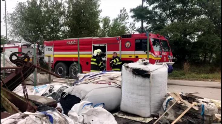 200 ezres tűzkár a gútai parkettagyárban!