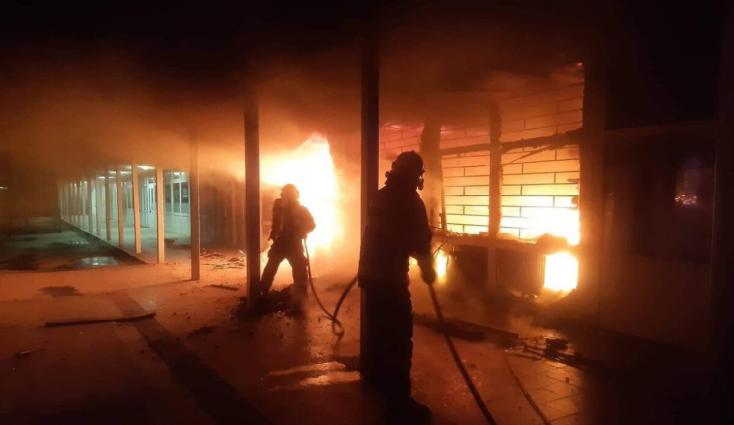 Üzlethelyiségek lángoltak az éjszaka, óriási a kár