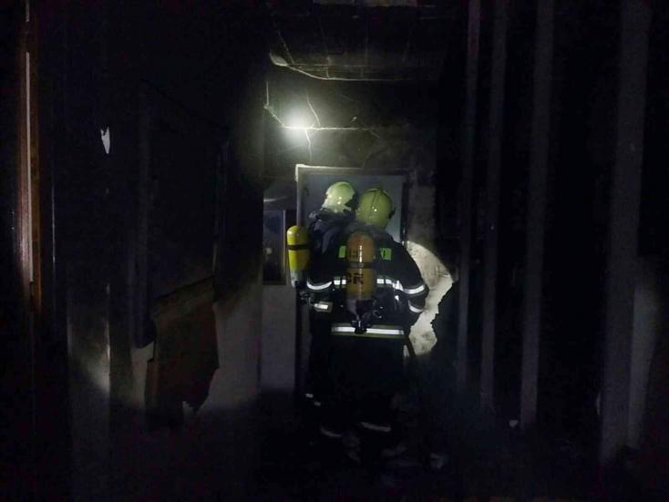 Egy embert kimentettek a tűzoltók, egy másik viszont meghalt az égő családi házban