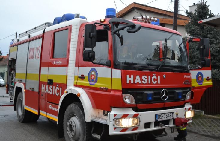 TŰZ: Egy balonyi családi háznál lobbantak fel a lángok éjszaka