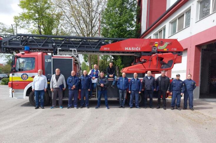 Kilenc nyugdíjazott kollégájukat búcsúztatták a dunaszerdahelyi járási tűzoltók