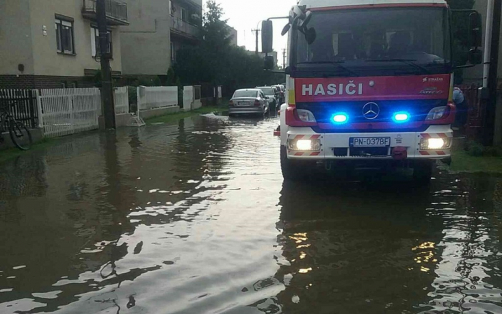 VIHAR: Több tucatnyi helyen szivattyúzott több mint száz tűzoltó a Dunaszerdahelyi járásban