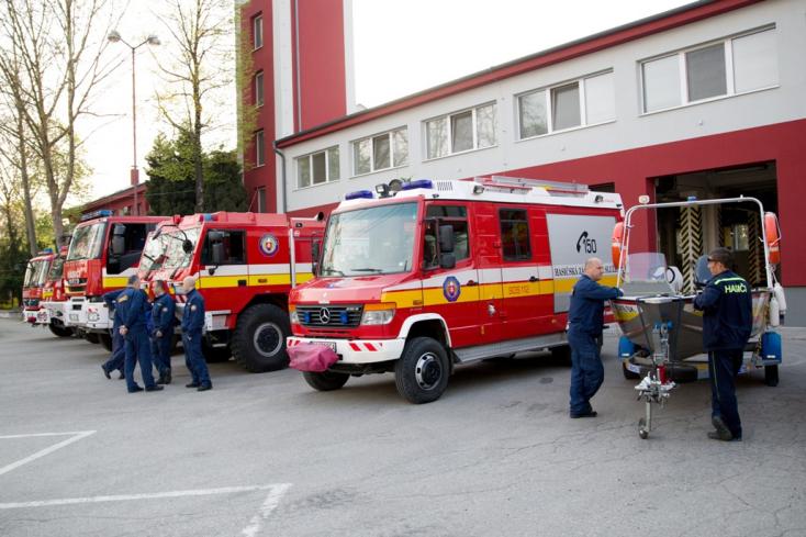Szolgálatukért tüntették ki a dunaszerdahelyi és galántai tűzoltókat