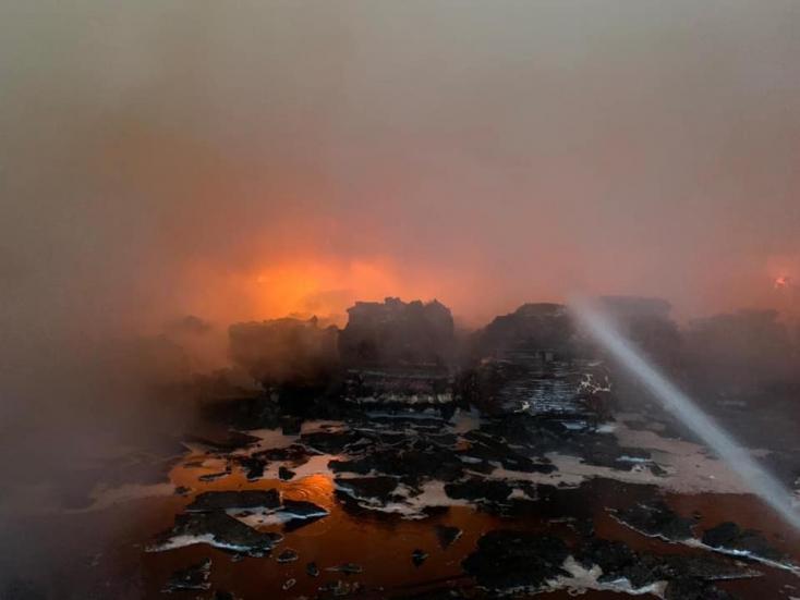 Félmilliós a kár a tűz sújtotta bútorüzletben és raktárban (Fotókkal)