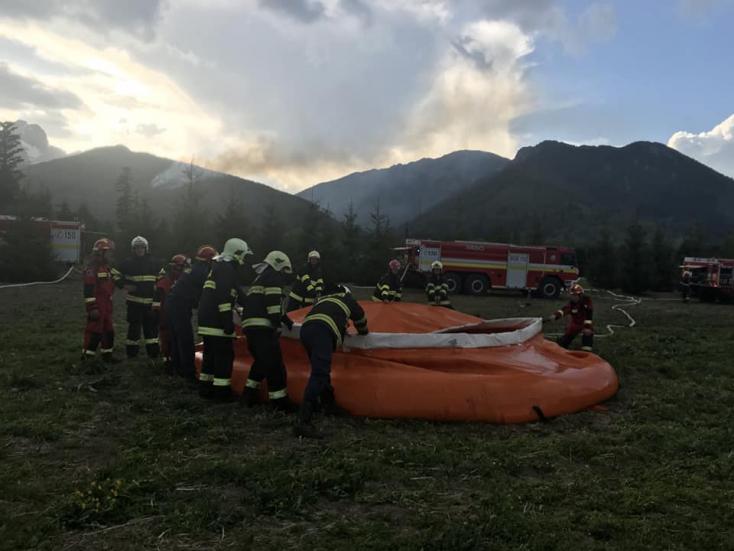TŰZVÉSZ: Csaknem 1200 turistát evakuáltak a Magas-Tátrában!