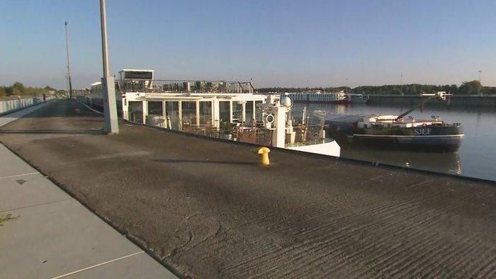 Teherhajó akadályozta a közlekedést a bősi vízerőműnél
