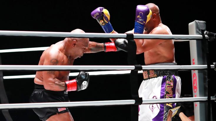 Nem hozott győztest Mike Tyson és Roy Jones Jr. csatája