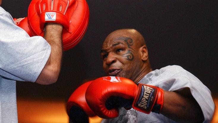 Mike TysonRoy Jonesellen lép szorítóba szeptemberben