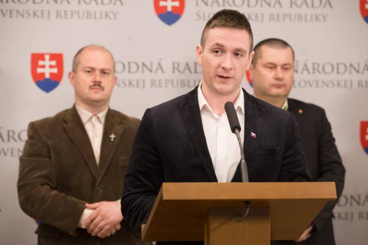 Emberjogi élharcosnak álcázza magát az EP-ben Kotleba jobbkeze