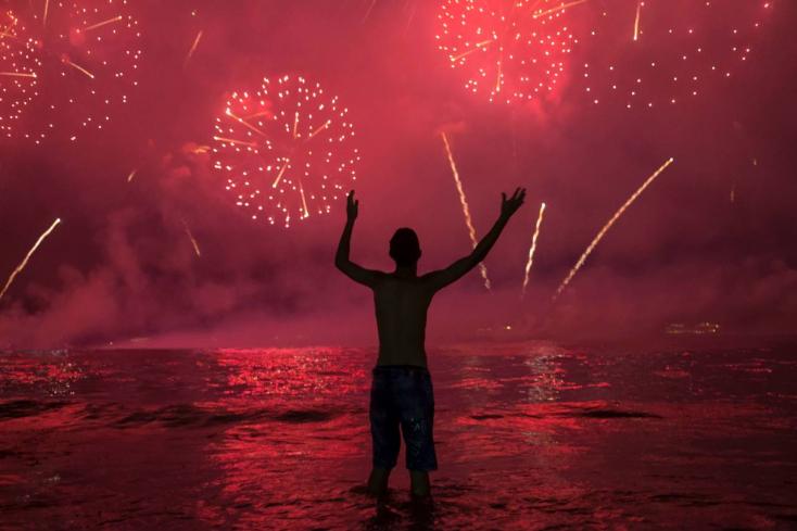 ÚJÉV: 2020-at köszöntötte a világ - videók és fotók a világ nagyvárosaiból!
