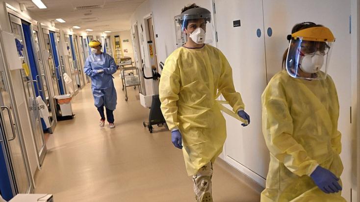 Százezer fölé emelkedett a koronavírus halálos áldozatainak száma Nagy-Britanniában