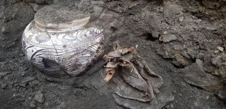 Több száz éves tejfölt és vajat találtak régészek Mongóliában