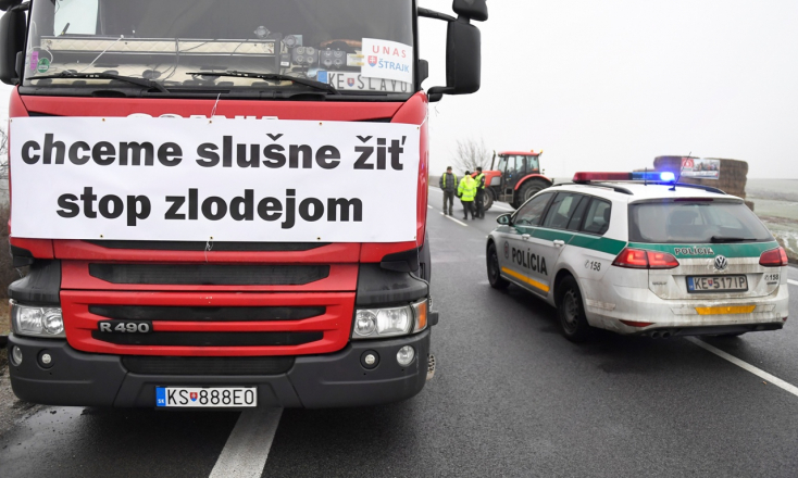 Pénteken is tiltakoznának Pozsonyban a teherfuvarozók