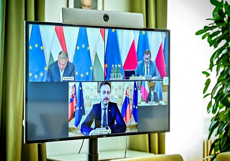 Orbán a szlovákés a lengyel kormányfővel együtt elítélte azt, amit az oroszok tettek a cseheknél
