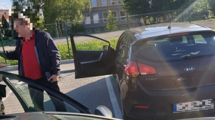 Ehhez pofa kell: Fújt, elvették a jogsiját, majd a zsaruk elmentek, ő meg tovább kocsikázott!
