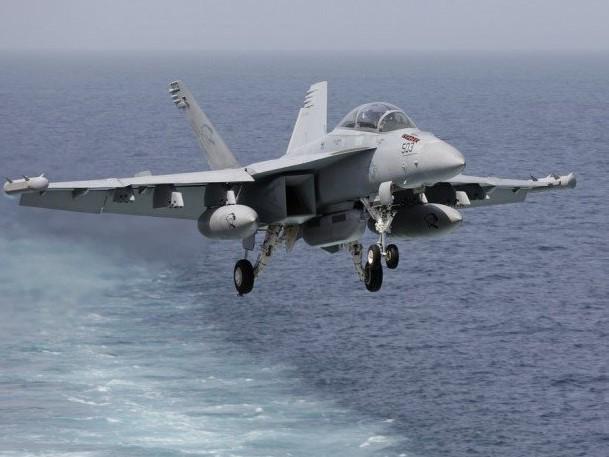Tengerbe zuhant a spanyol légierő repülőgépe, a pilóta meghalt