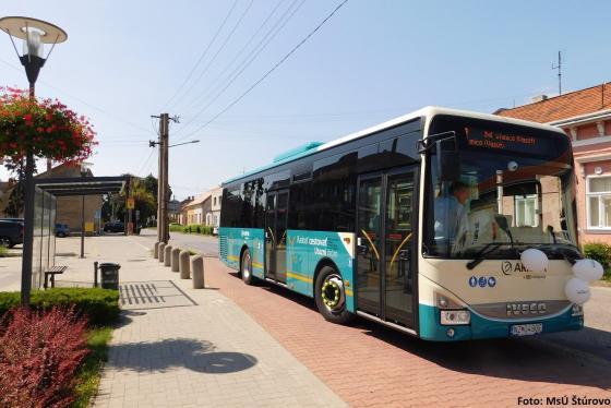 Ősztől továbbra is ingyenesek a városi buszok a párkányi diákoknak
