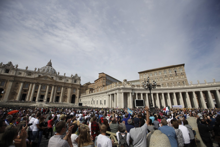 Vatikán sem mentes a durva csatározásoktól