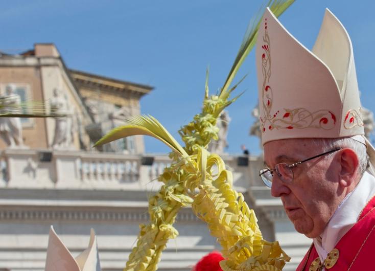 Virágvasárnap: Pálmalevelekkel és olajágakkal ünnepeltek a Szent Péter téren