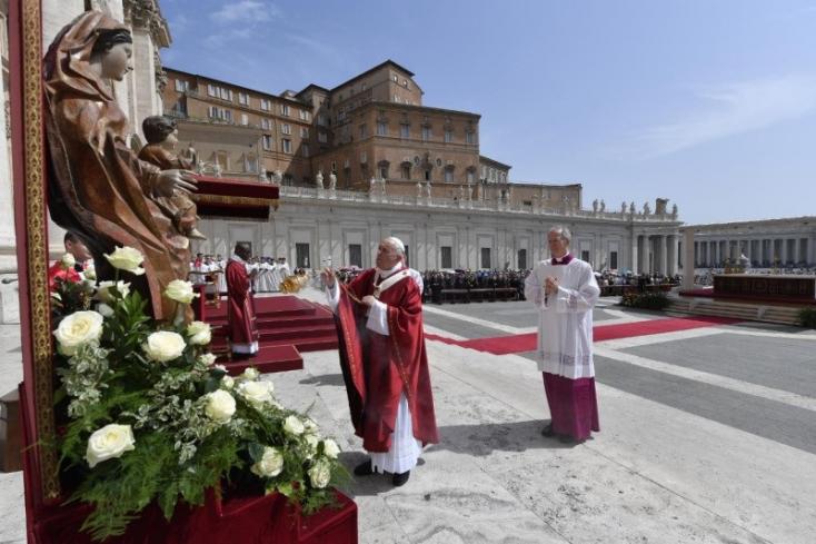 Ferenc pápa a békés tiltakozás jogát hangoztatta a pünkösdvasárnapi szentmisén