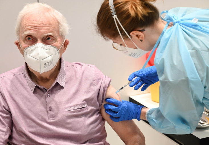 Mától kérvényezhetik a védőoltást a 85 év feletti nyugdíjasok is, Dunaszerdahelyen a jövő héttől van szabad időpont!