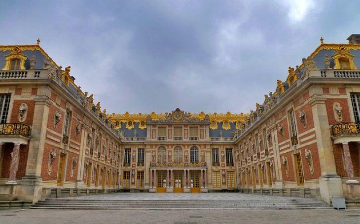 Kinyitott a Prado, Versailles és a monte-carlói kaszinóba is visszatérhettek a játékosok