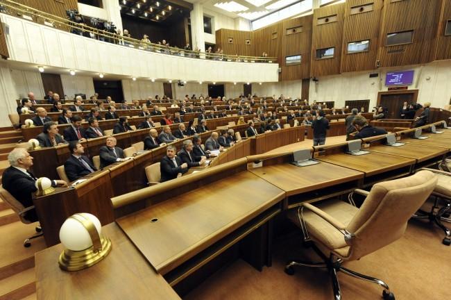 Ennyi napot dolgoztak le 2018-ban a képviselők a parlamentben