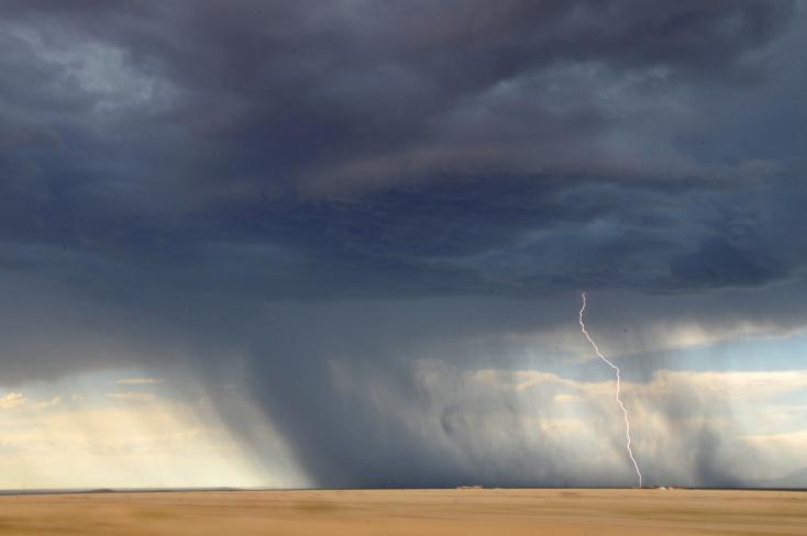 Riasztás: délután erős széllel érkezhetnek meg a viharok a Csallóközbe is!