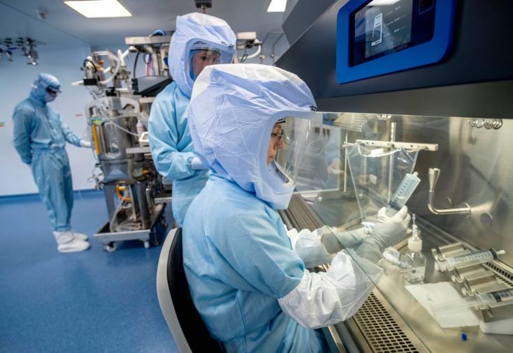 123 millió eurót mozgósít az EUa koronavírus új variánsai elleni kutatásokra