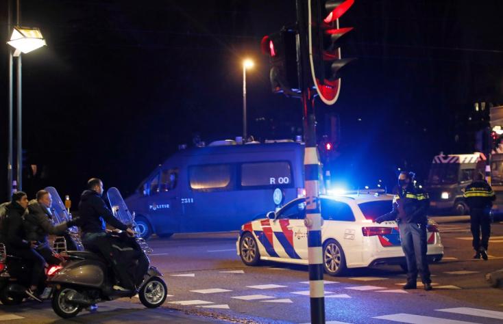 Döntött a bíróság: fel kell oldani a hollandiai kijárási tilalmat