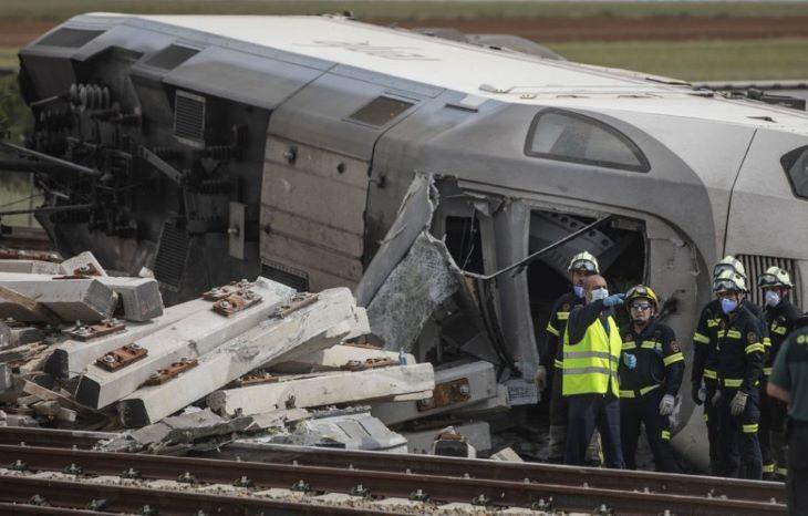 Hárman meghaltak, hatan megsérültek a skóciai vonatbalesetben