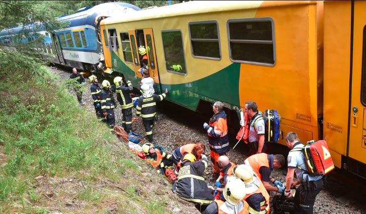 Elkerülhető lett volna a csehországi tragikus vonatbaleset, az egyik mozdonyvezető hibázott