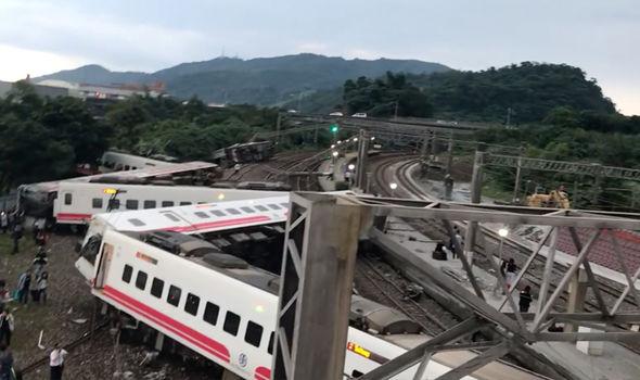 Kisiklott egy vonat Tajvanon, sokan meghaltak