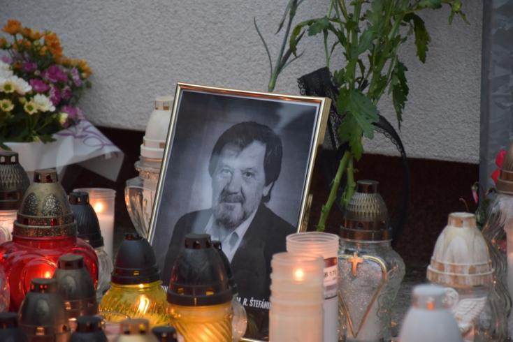 Iskolai támadás: Matovič kitüntetésre javasolja az életét feláldozó pedagógust, akiről százak emlékeztek meg