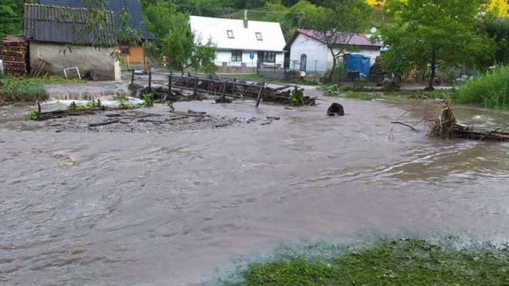 Súlyos károkat okozott a hirtelen lezúdult csapadék, harmadfokú árvízvédelmi készültséget rendeltek el