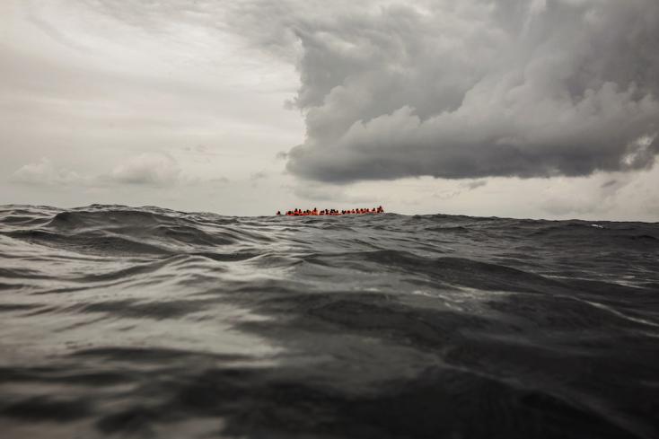 400 migránst vittek vissza Líbiába a Földközi-tengerről
