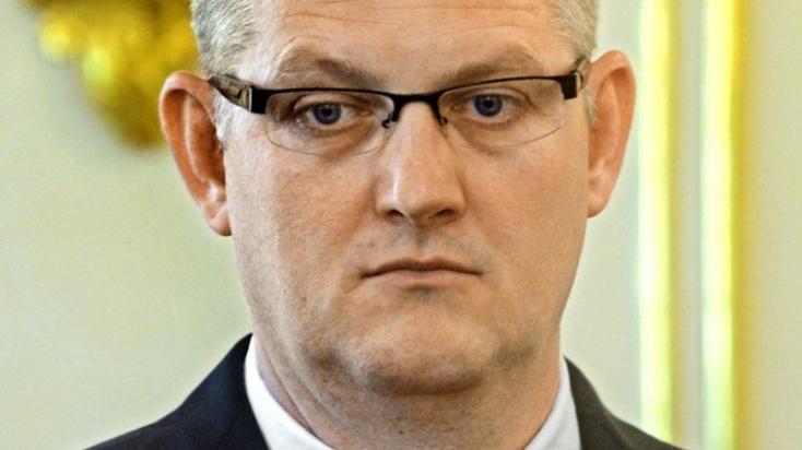 Lemondott tisztségéről a bíró, aki közel kilencezer üzenetet váltott Kočnerrel